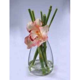 Композиция Орхидея Цимбидиум персик с бамбуком в стеклян вазе с водой